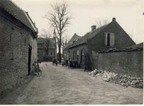 577952 Burgemeester Frenckenstraat met op het eind de Hervormde kerk, 1955-1965