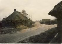 577987 Hoek Bergweg en Polderweg, met links de boerderij van Kanters, 1955-1965