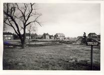 578009 Zicht op Logtenstraat vanuit het in aanleg zijnde Burgemeester Ploegmakerspark, 1955-1965