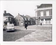 578025 Zicht vanuit de Markt op de Burgemeester Wijnenstraat, en rechts Hotel Gitzels, 1955-1965