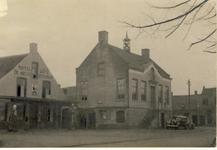 578072 Gemeentehuis aan de Markt, met links Hotel-Café De Arend, 1937
