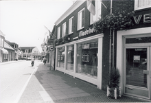 578156 Modehuis Verdonschot aan de Emmastraat, 1980