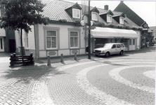 578158 Markt en Kleine Markstraat met Brood en Banketwinkel van J. Hoes, 1980