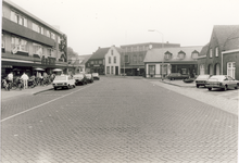 578285 Markt, met links de Hema, 1982