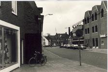 578286 Emmastraat, gezien vanuit de Tuinstraat, met rechts de Rabobank, 1983
