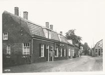 576296 Prins Bernhardstraat met rechts bakkerij en café Eijsbouts, 1938