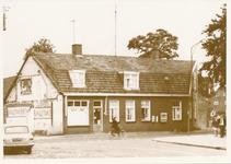 576301 Vooraanzien van café - bakkerij Frans Eijsbouts aan de Prins Bernhardstraat, 1970