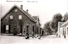 576700 Marechaussee kazerne, met links het pand van Berkers. Recht vooruit is de Burgemeester Frenckenstraat en de man ...
