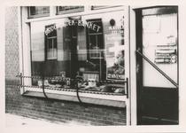 576749 Brood- en banketwinkel van M. Koolen, Marktstraat, 1955