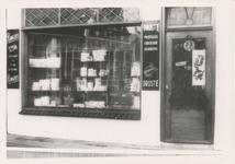576751 Brood- en banketwinkel van J. Hoes, Kleine Marktstraat, 1955
