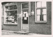 576768 Brood- en Bankelwinkel van Frans Eijsbouts, Prins Bernhardstraat, 1955