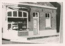 576778 Bakkerij van Ties v.d. Heuvel aan de Burgemeester Wijnenstraat, 1955