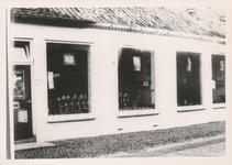 576782 Rijwiel en fietsenwinkel van W. van Veghel, Emmastraat, 1955