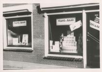 576793 Levensmiddelenwinkel en bakkerij van Frans van Baar, Emmastraat, 1955
