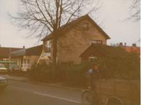 576889 Woning en daarachter een garagebedrijf, Hemel, 1982