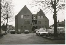 576938 Het uitgebreide gemeentehuis met de ingang, Koningsplein, 1985-1990