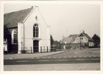 577337 N.H.Kerk aan de Lindestraat 1, met rechts de oude pastorie aan Lindestraat 7. Daartussen een oude muur., 1973