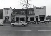 53 Aalsterweg 22 - 26, met fruit- en souveniershop Lamers en sexboetiek Eroticater hoogte van de 'Looiakkersstraat', 04-1972