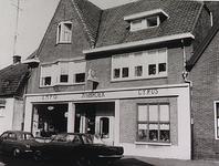3214 Rijwielzaak J.v.d.Broek, Lijmbeekstraat 299 en 301, met op de voorgevel Empo en Cyrus, 1965