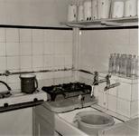 3436 keuken; zuigelingenafdeling; drinkflessen, 1966