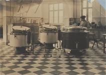 3469 keuken; stoomketels; personeel, circa 1928