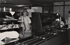 3493 medewerker; zelfbedieningsrestaurant; personeelsrestaurant, circa 1986