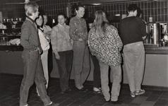 3494 verloskundigen in opleiding; zelfbedieningsrestaurant, circa 1986