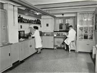 3724 apotheek; medewerkers, 1953