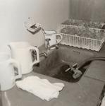 4749 aanrecht; kannen; afdruiprekjes; drinkflesjes, 1967