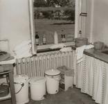 4750 keuken; aanrecht; afvalbakken; kast , 1967