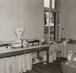 4751 keuken; aanrecht; afvalbakken; kast , 1967