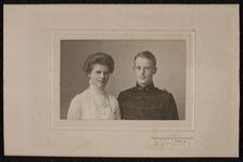 324 Aanvulling fotomateriaal BesierPortretfoto van Jonkheer en mevrouw Beelaerts van Blokland - Besier, net getrouwd.