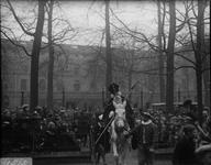 286 Glasnegatievencollectie JW JansenDagelijks leven. Aankomst Sint Nicolaas. Hier op de Houtmarkt bij de Boreelkazerne
