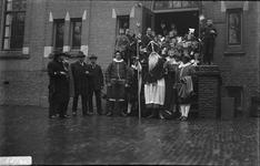 288 Glasnegatievencollectie JW JansenDagelijks leven. Sint Nicolaas bij de B.L.O. school