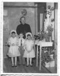 236014 Pater Henk Huijbers o.m.i. (1916-2002) met de eerste drie communicantjes te 'Our Lady of Lourdes' (Canada)