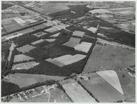 Dorp Maarsbergen gezien uit de richting Valkenheide.Van linksboven naar rechts midden lopen de A12 en de spoorlijn.In ...