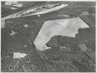 Links bovenin A12 en spoorlijn met de Zandafgraving.In het midden de de Vlasakker op de zuidhelling van de Heuvelrug