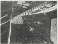 Van linksmidden naar rechts boven A12 en spoorlijn met camping De Maarnse Berg en de Zandafgraving.Links van boven ...