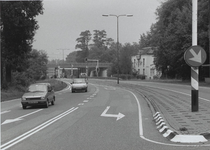 Amersfoortse weg net ten zuiden van het viaduct A12.Rechts de villa van de familie van Aardenne, thans Meubin