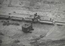 Mechanische zandwinning in de zanderij van de NS, ingevoerd in de dertiger jaren. (NS afdeling Publiciteit Utrecht, 11856)