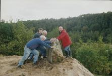 Zandafgraving, opbouw steneneiland, initiatiefnemers