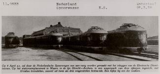 NS Electrische dieseltreinen.Op deze overduk van een oude krantenfoto staat bovenaan: 11.0633  Nederland Spoorwegen ...