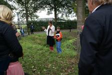 Onthulling van het kunstwerk Het Onzichtbare Kasteel: kunstenares Marijn te Kolsté geeft een toelichting