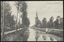 De Schalkwijkse Wetering met links de Lagedijk en in het midden de rooms-katholieke kerk. Aan weerszijden van het ...