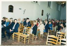 11928 - In de Oude Hervormde Kerk op de voorgrond v.l.n.r. twee vrouwen, burgemeester dhr. Ing. W.P. Omta, wethouder ...