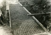 751_011 Het storten van beton in het bewapeningsijzer voor de fundatie voor de kranen 26 februari 1935