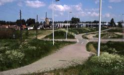 DIA41269 Spijkenisse; ; Gorsstraat en Ottershol, gezien vanaf de voetbrug over de Centrumlaan, 29 mei 1985