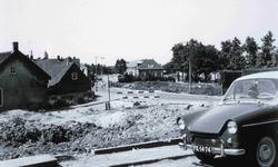 DIA42485 Spijkenisse; ; De Nieuwstraat, gezien vanaf de oude lagere school, 24 juli 1963