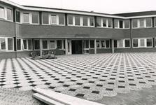 AB_GEMEENLANDSEDIJKNOORD_002 Het gemeentehuis van Gemeente Bernisse; 4 juli 1988