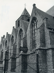AB_KERKPLEIN_002 De Dorpskerk van Abbenbroek uit de vijftiende eeuw, met ingang tot het kerkhof; 30 mei 1969